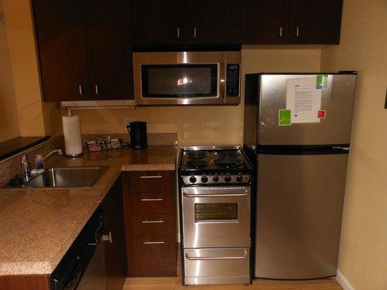 TownePlace Suites Shreveport-Bossier City: full kitchen