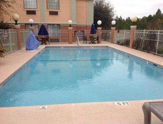 Baymont Inn & Suites Hinesville Fort Stewart Area : Outdoor Pool