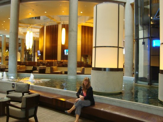 The Westin Bonaventure Hotel & Suites: el enorme hall de recepción, espectacular