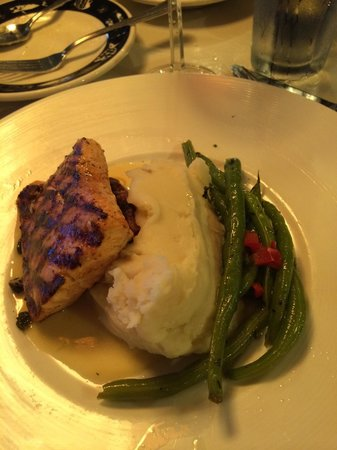 Arnie's Restaurant & Bar - Mukilteo : Great pit roasted Salmon!!!!