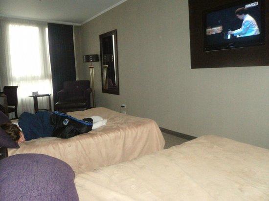 Howard Johnson Plaza Florida Street: amplitud insuperable de habitaciones.piso 7 silencio supremo