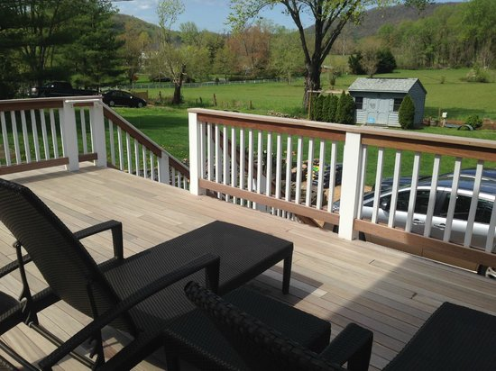 The White Moose Inn : The back porch