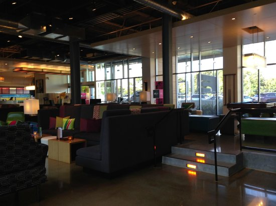 Aloft San Francisco Airport : lobby