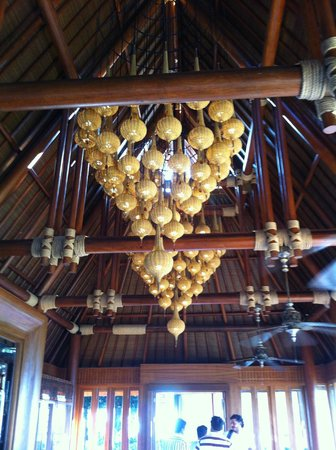Four Seasons Resort Koh Samui Thailand: Chandelier in dining area