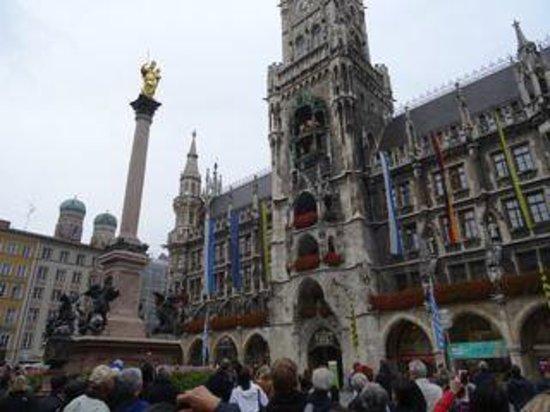 Glockenspiel im Rathausturm: Beautiful buildings