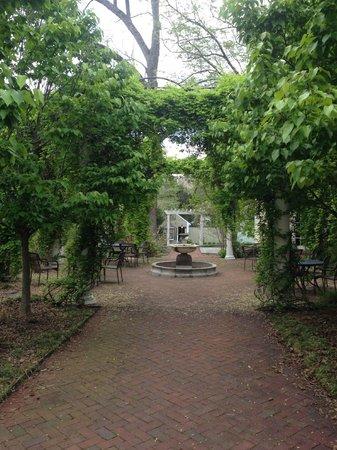 Inn at Little Washington: The gazebo