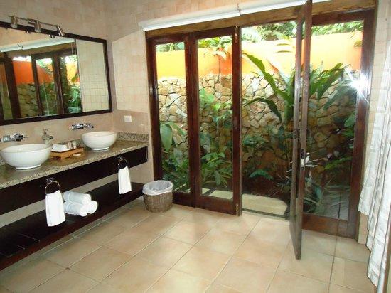 Rio Celeste Hideaway Hotel: bathroom