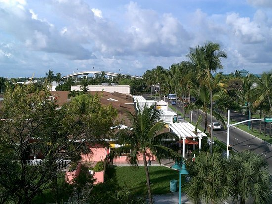 Comfort Suites Paradise Island: View of Anthony's Restaurant from my window.