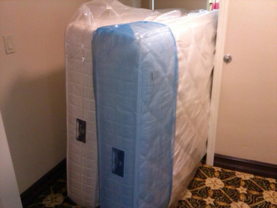 Comfort Suites Paradise Island: New mattresses being brought in.  Mine was great!