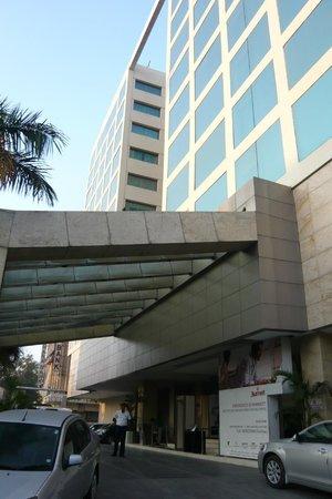 Courtyard by Marriott Chennai : ホテル前