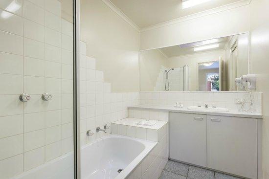 Quest Alphington: Main Bathroom