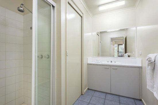 Quest Alphington: Second Bathroom