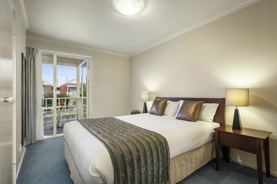Quest Alphington: Main Bedroom