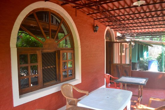 Vindhyas Homestay: The porch outside