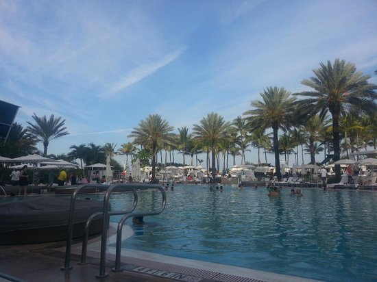 Fontainebleau Miami Beach: piscina