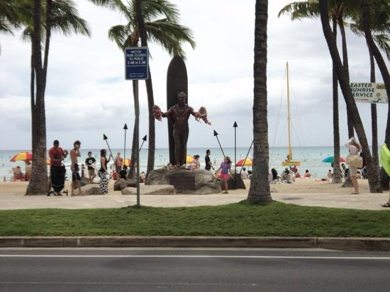 Waikiki Beach : There is statues all along the walk ways at the beach