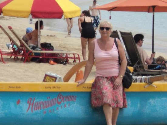 Waikiki Beach : One of the boats you can go out in rowing