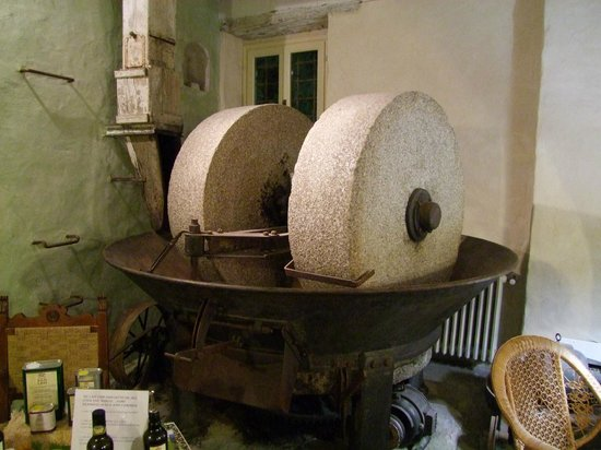 Residenza San Leo: The old mill - at the dining room
