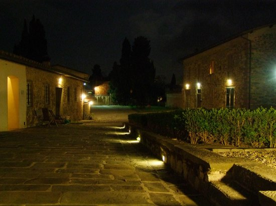 Residenza San Leo : General view at night