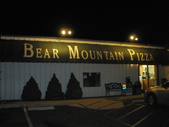 Bear Mountain Pizza: Looks are Deceiving !