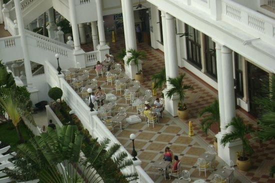 Hotel Riu Palace Las Americas : Near the fabulous outdoor dining area we love!