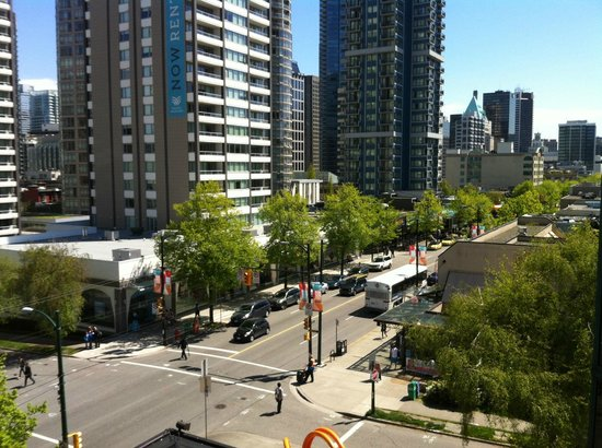 The Listel Hotel Vancouver : View from the room onto Robson