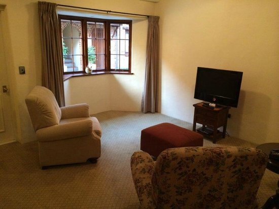 Grand Mercure Nelson Monaco Apartments: Sitting Room