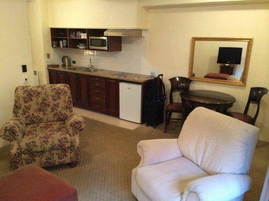 Grand Mercure Nelson Monaco Apartments: Kitchenette