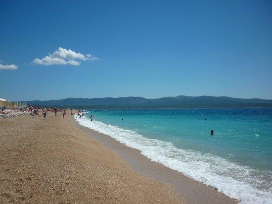Isla de Brac, Croacia: пляж Золотой мыс