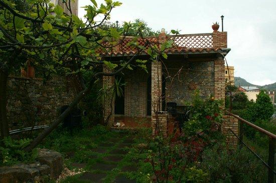 Villa Almoezia: a