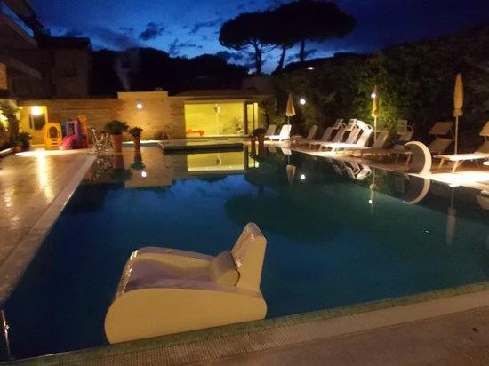 Hotel Derby Exclusive: La piscina dell'hotel