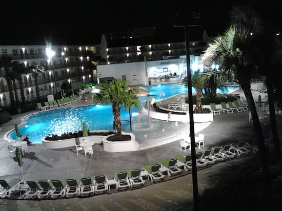 Avanti International Resort: Beautiful night view from our room!!