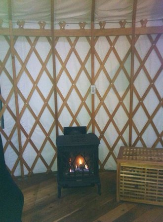 Wya Point Resort : Fireplace inside yurt