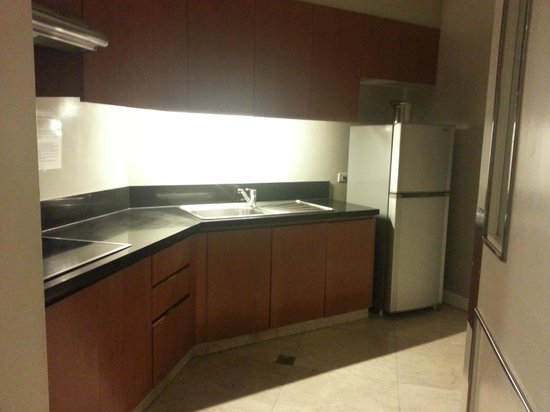 The Linden Suites: Kitchen area
