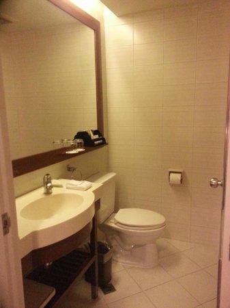 The Linden Suites: Bathroom