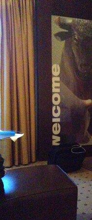 Dorint Hotel Frankfurt-Niederrad: Welcome im Zimmer
