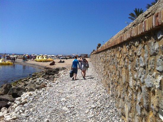 Playa de Sitges: Not much sand.