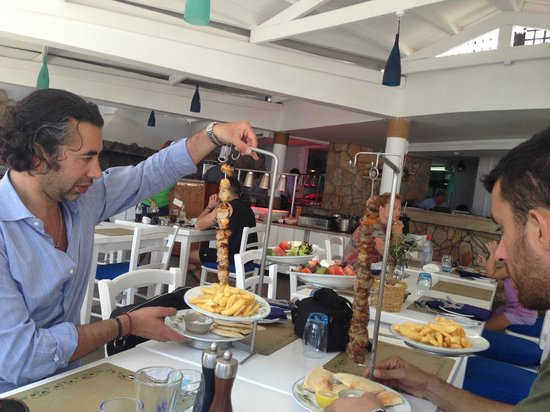 Mediterranean Beach Hotel: Chicken souvlaki at Nautica