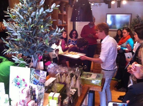 Foods of New York Tours : Kurt, our Tour Guide in action