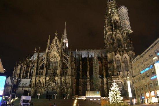 Kölner Dom: 漆黒の闇の中