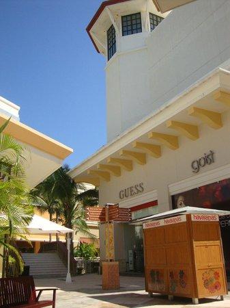 Punta Diamante: PASILLOS COMERCIALES