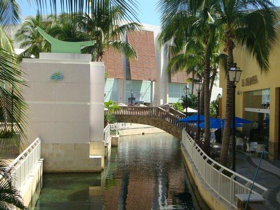 Punta Diamante: PASILLO COMERCIAL