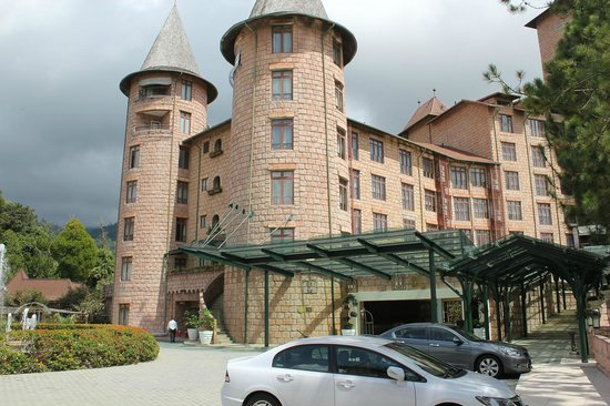 The Chateau Spa & Organic Wellness Resort: フランスのお城風の外観
