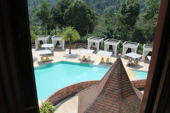 The Chateau Spa & Organic Wellness Resort: 客室からプールの眺め