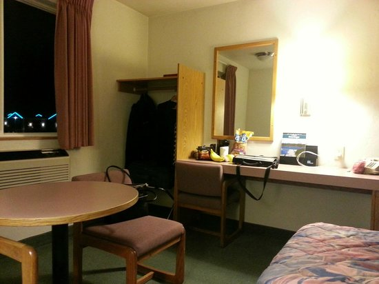 Super 8 Redmond: Room 329