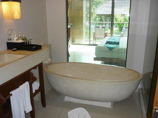 Rawai Palm Beach Resort: salle de bain