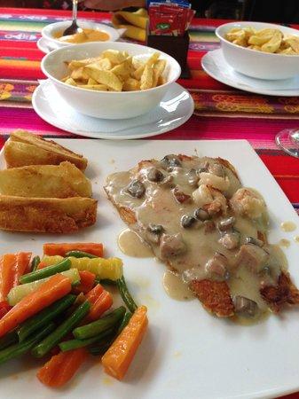 Hosteria dos Chorreras: Salmon with mushroom sauce