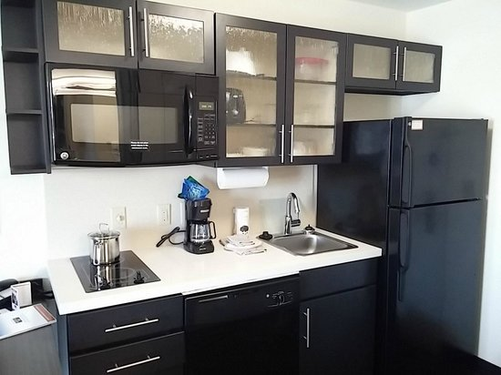 Candlewood Suites Greenville : Kitchenette area