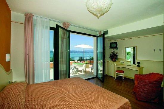 Junior Suite con giardino pensile e terrazzo fronte lago - Picture ...