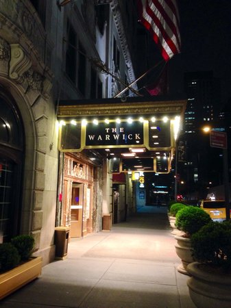 Warwick New York: Entrance to hotel